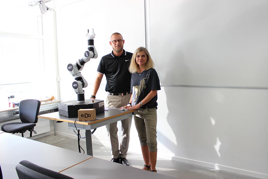 Robotten e.DO rykker ind i klasselokalet hos UCL